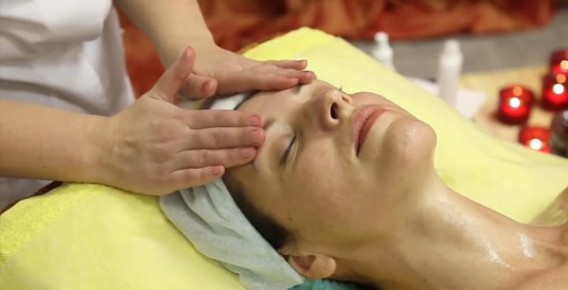 Ручной лимфодренажный массаж глаз